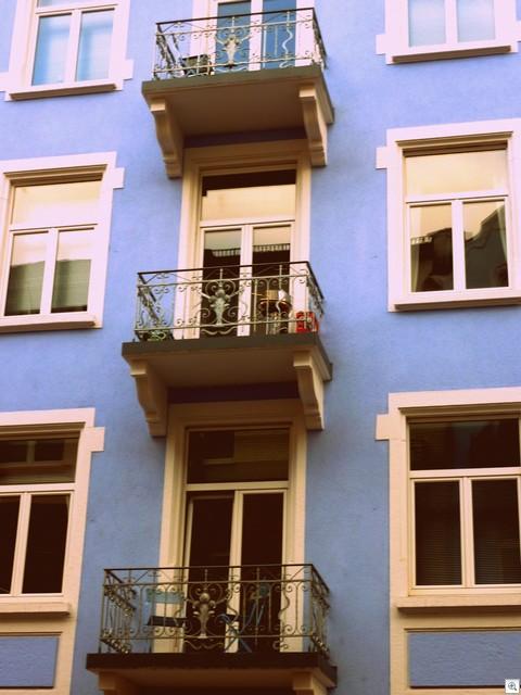 Blaue Balkone