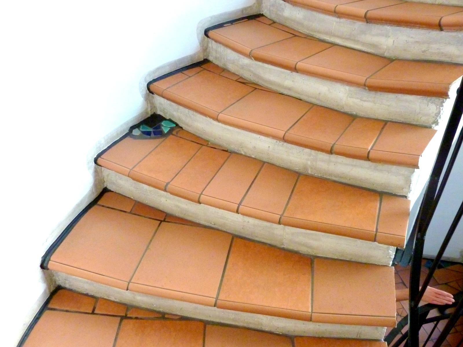Treppenstufen sind auch nicht gerade, sondern wölben sich leicht an ...
