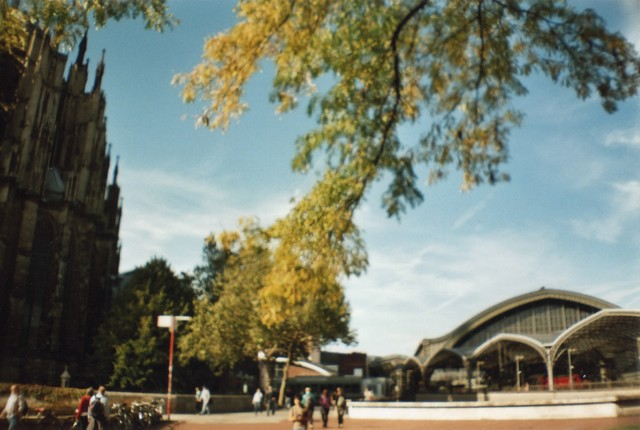 Dom, Laub, Bahnhof