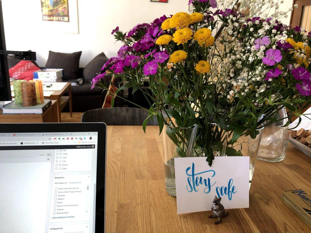 Blumen und Quokka